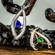 Saphire and Tanzanite in a tusks