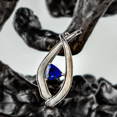 Tanzanite with tusks